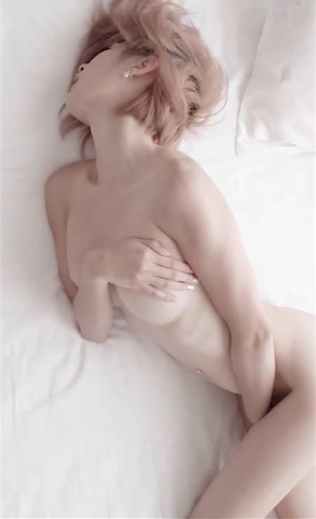 零距离的裸感!魔术界女神王子妃性感人像写真
