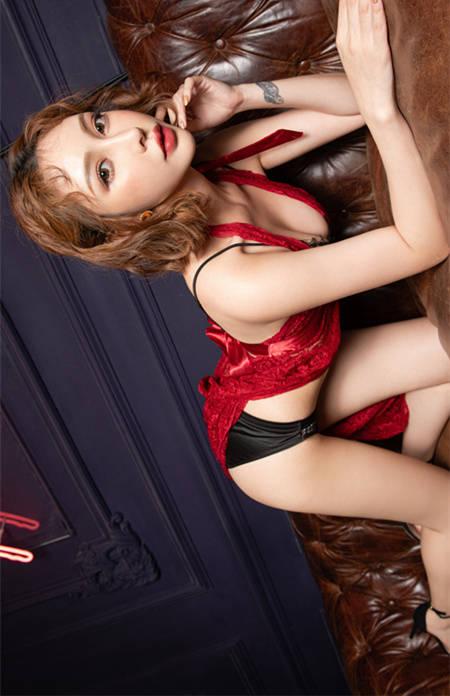 冷艳女伶「Cassie 龚映璇」热情开撩白嫩美乳呼之欲出 JVID