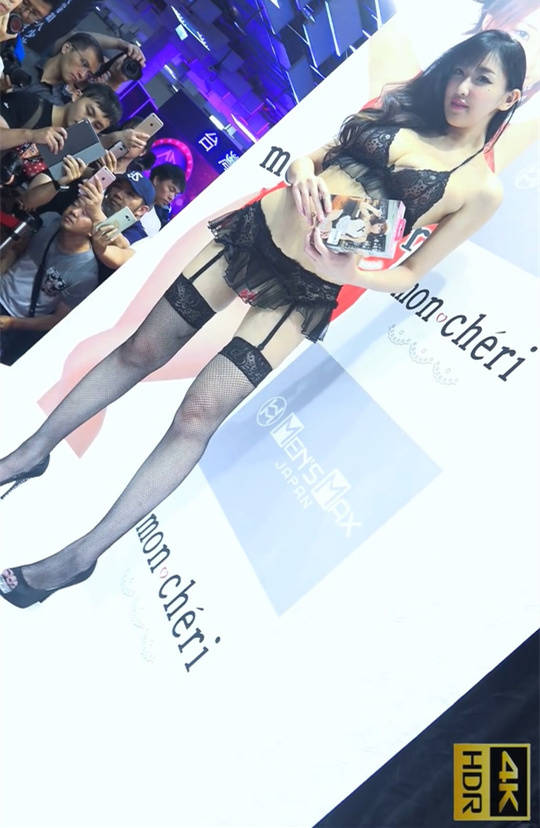 【免费】陆上美人鱼哈霓萱情趣内衣秀 黑白吊带袜丁字裤