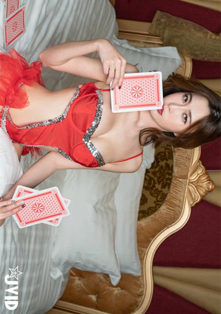 一起为赌疯狂吧!美乳女神艾比的玩命赌局开始!