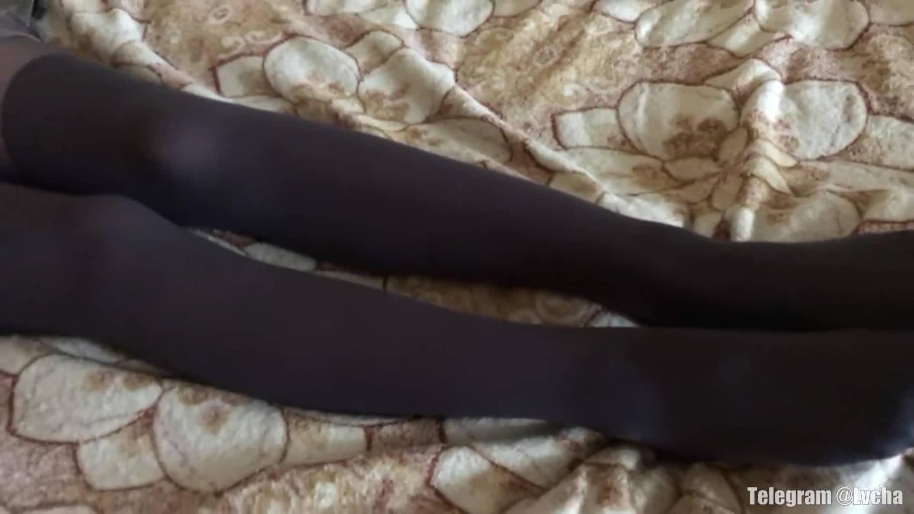 短裙加黑丝的结合很吸引人-宅男兔比