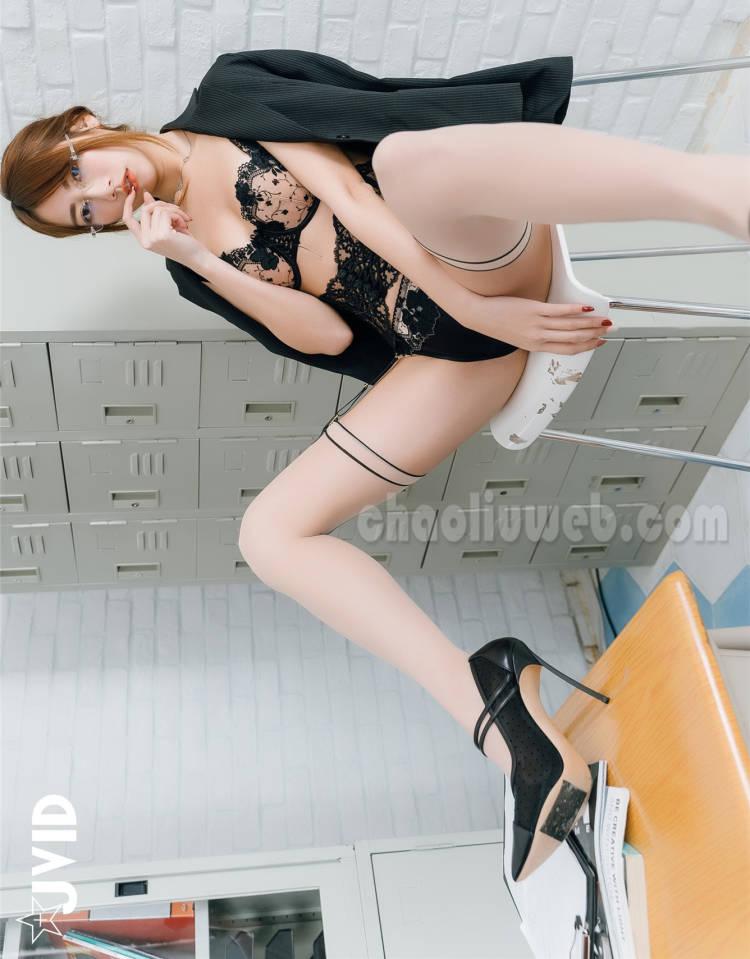 【诱惑】火辣女教师比特啾啾的裙底风光时被发现了 JVID