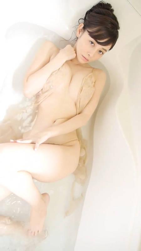 乳球入浴来袭!杉原杏璃用美胸邀你「爱浴一下」!