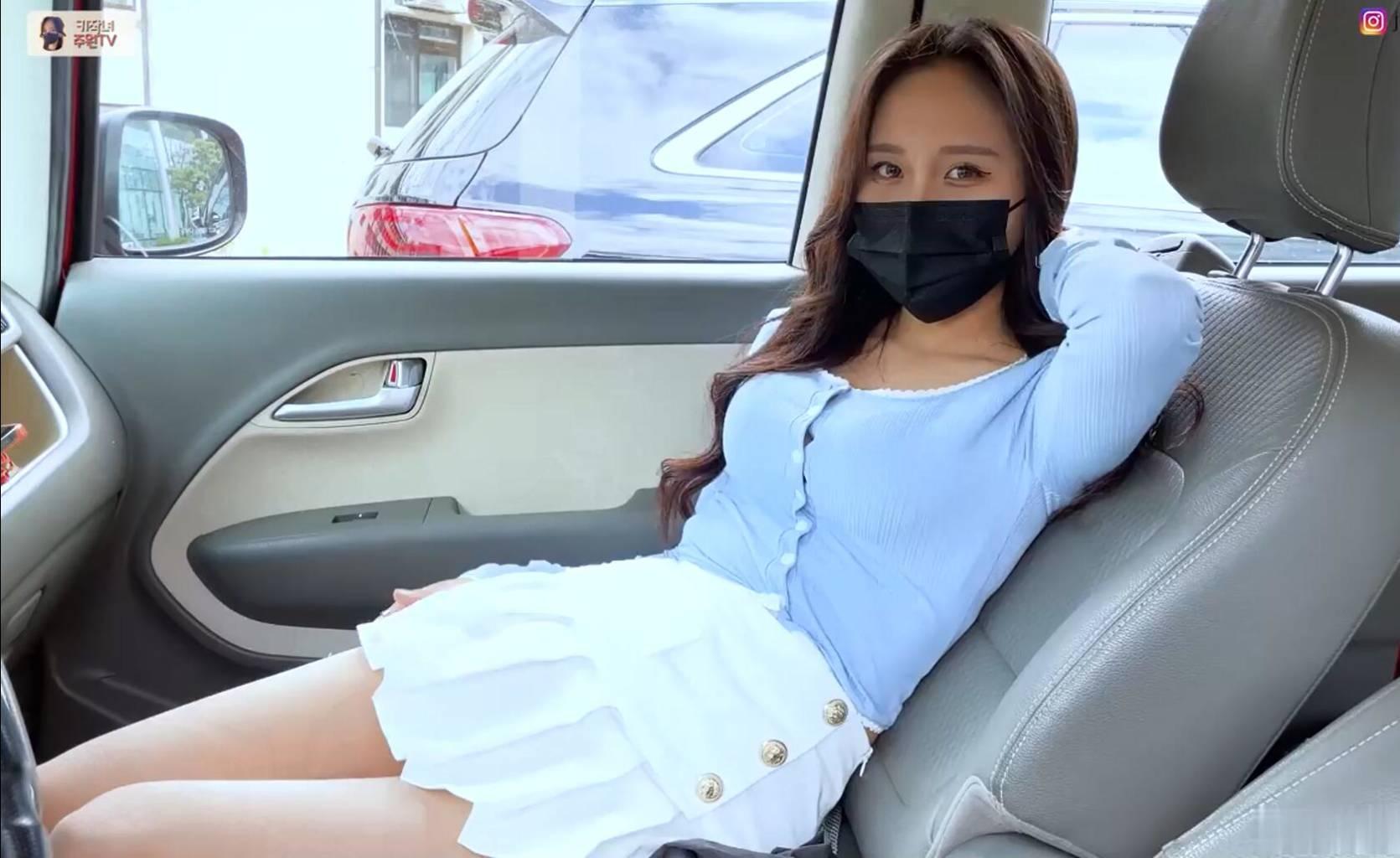 韩国气质美女街上私拍写真