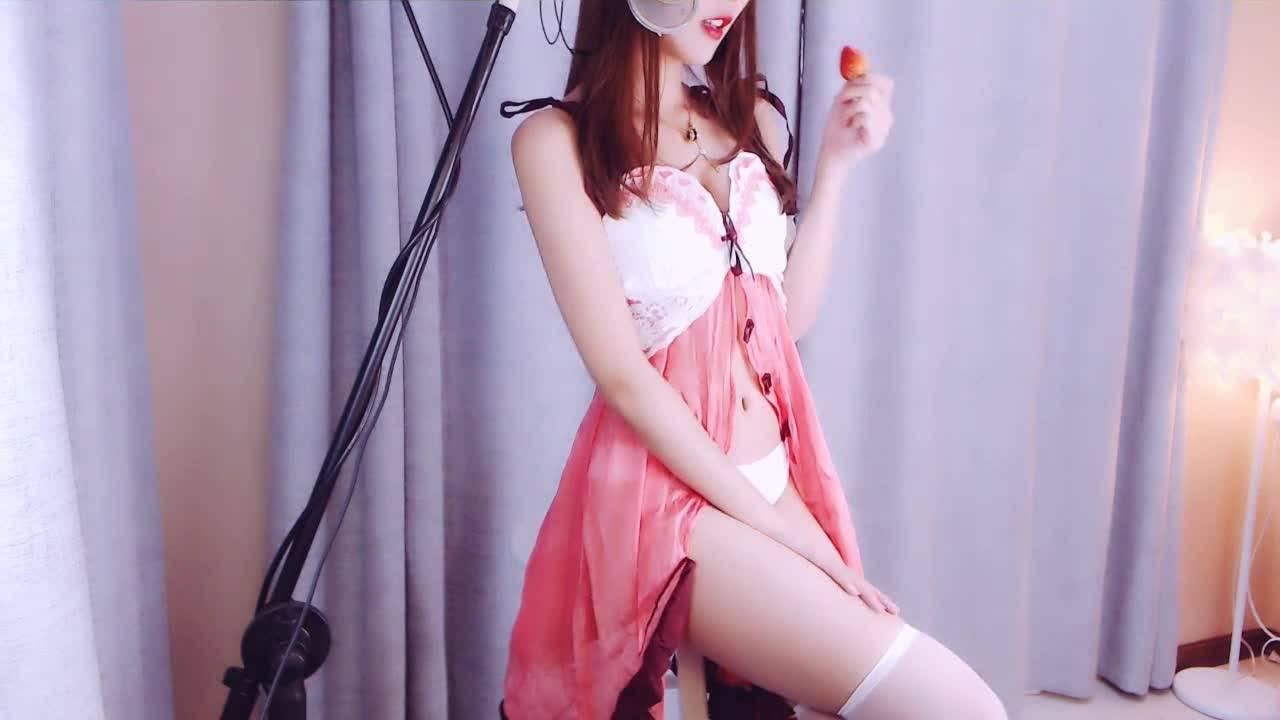 小奶瓶经典吃草莓舔耳助眠