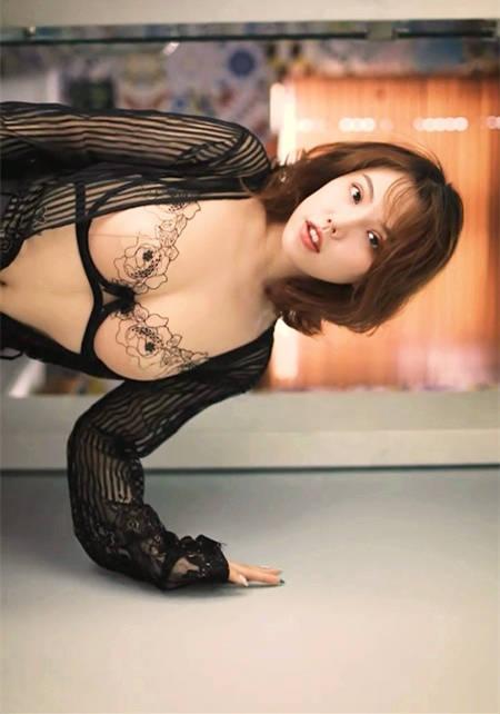 轻熟女黄乐然演绎成熟女性寂寞的自爱时间