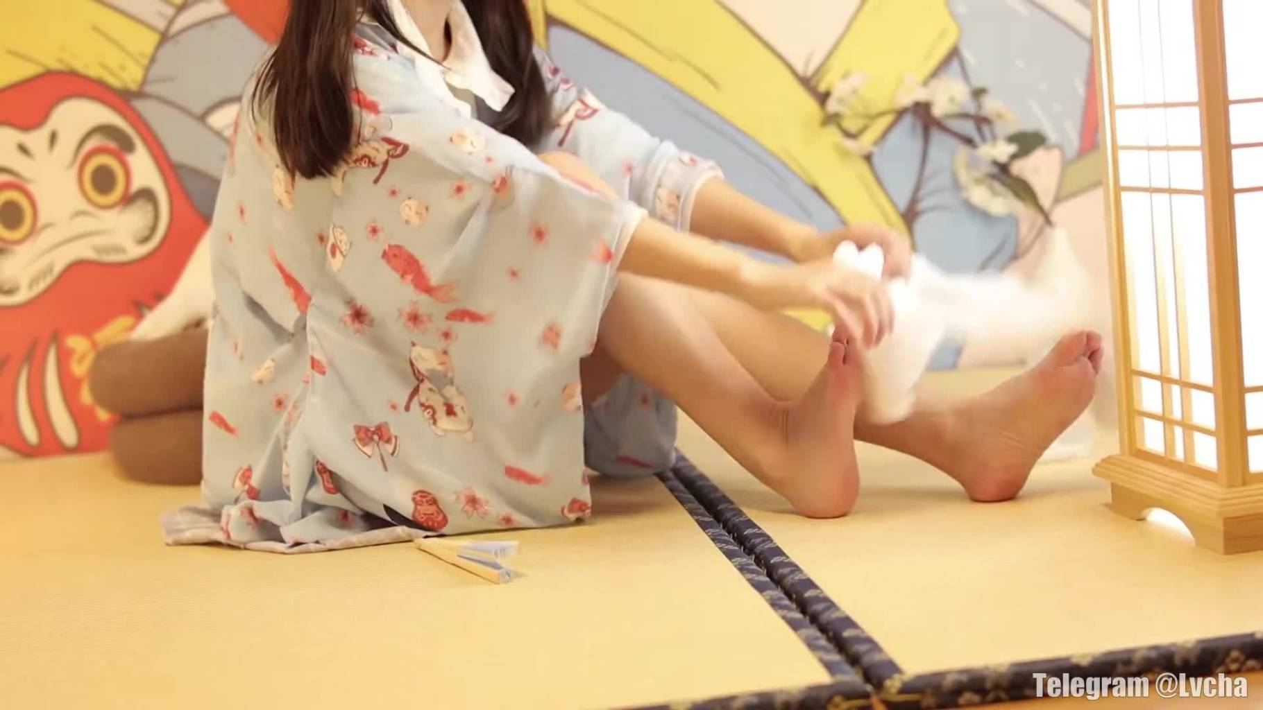 萝莉白色丝袜秀腿控进-村花论坛