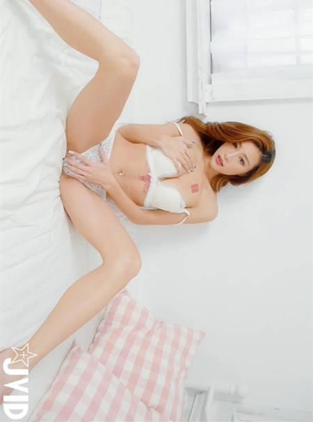 天凉好个秋!性感女神「Lara Fan 双囍」搓乳挑阴肉欲撩 JVID