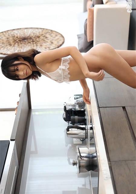 色欲厨娘『仓井优香』在厨房想坏坏真空勾引