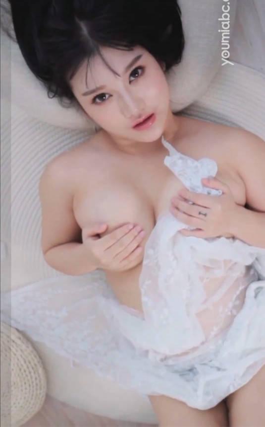 哥特萝莉小尤奈胸前白嫩雄伟让人的眼睛无法移开