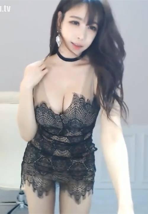 赵世熙黑色情趣蕾丝连衣短裙热舞,快要扛不住