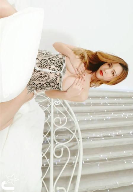 女王的调教!「abbie huang艾比」诱惑美乳攻势好猛烈!JVID