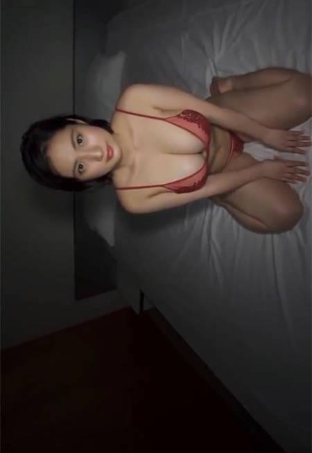 深夜的寂寞!入江纱绫洗香香穿着火辣情趣内衣在床上等你