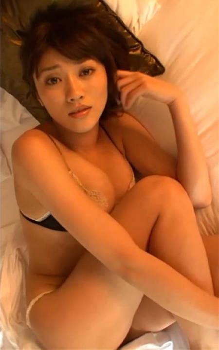 独居闺中的少妇原千惠等待老公下班在床上寂寞难耐