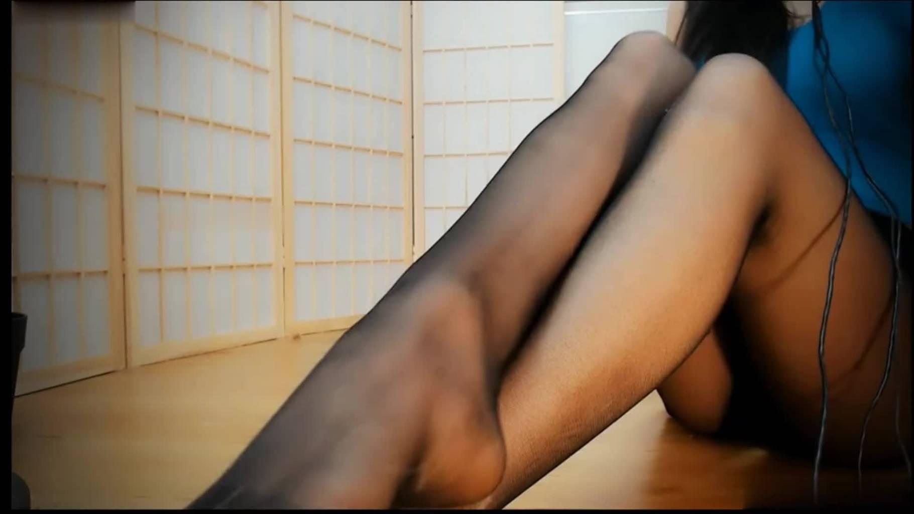 桃酱的小屋ASMR福利丝袜地板摩擦