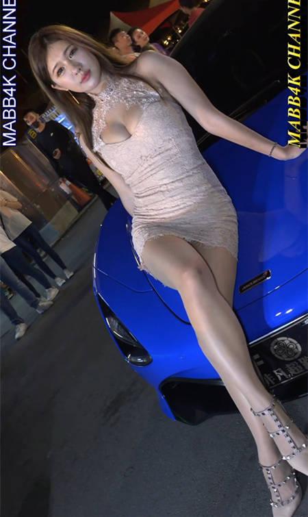 20190706 兴仁夜市车聚坐在汽车引擎盖上的车模